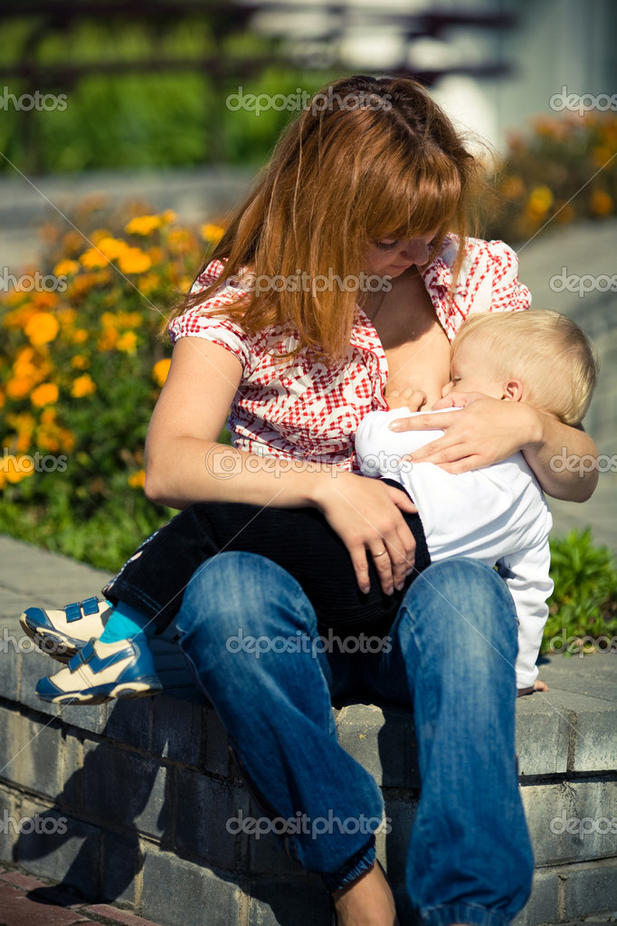 Young mother feeding her baby — Stock Photo #2783487