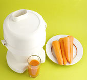 Carrot juice and squeezer — Stock Photo
