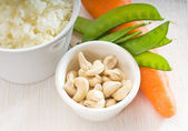 Cashew nuts and vegetables — Stock Photo