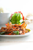 Chinese beef and vegetables — Stock Photo