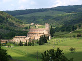 Sant Antimo Abbey near Montalcino in Tuscany — Stock Photo