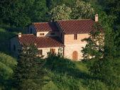 Villa in toscane onder olijfgaarden — Stockfoto