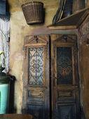 旧木门. — 图库照片