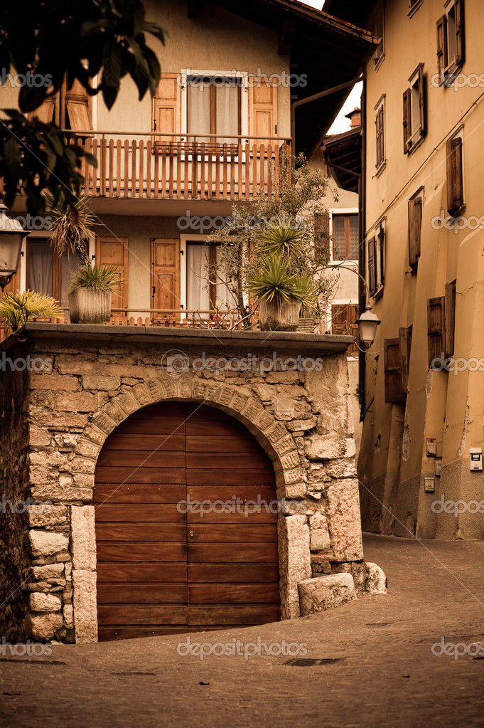 Old italian house stock photo morozena 2921220 for Classic italian house