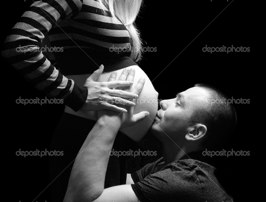 Man embraces and kisses a stomach of the pregnant woman — Stock Photo #3044085