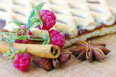 Cake with raspberry and cinnamon, anice — Stock Photo