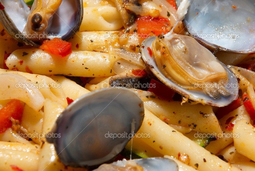 Macaroni in spicy herbs and seafood sauce  Stock Photo #2923672