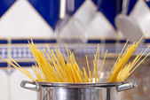 Preparing spaghetti — Stock Photo