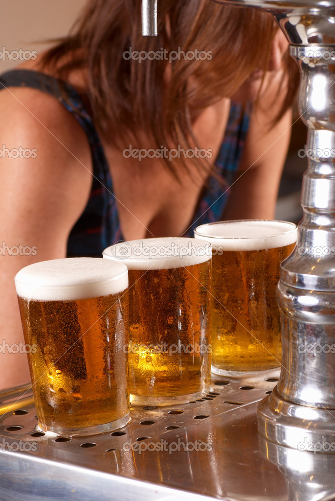 Draft pints ready to be served by the waitress — Stock Photo #3875869