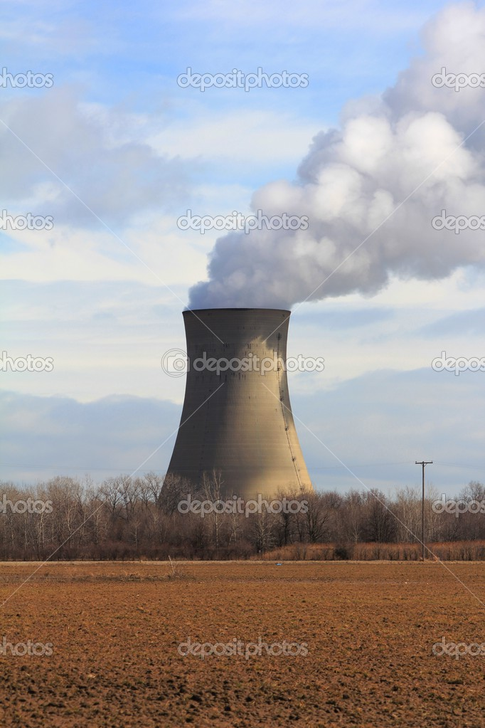 Nuclear Cooling Tower at the Enrico Fermi Nuclear Power Plant in Monroe, Michigan. Partly cloudy day with the generator running at 100%. — Stock Photo #3192709