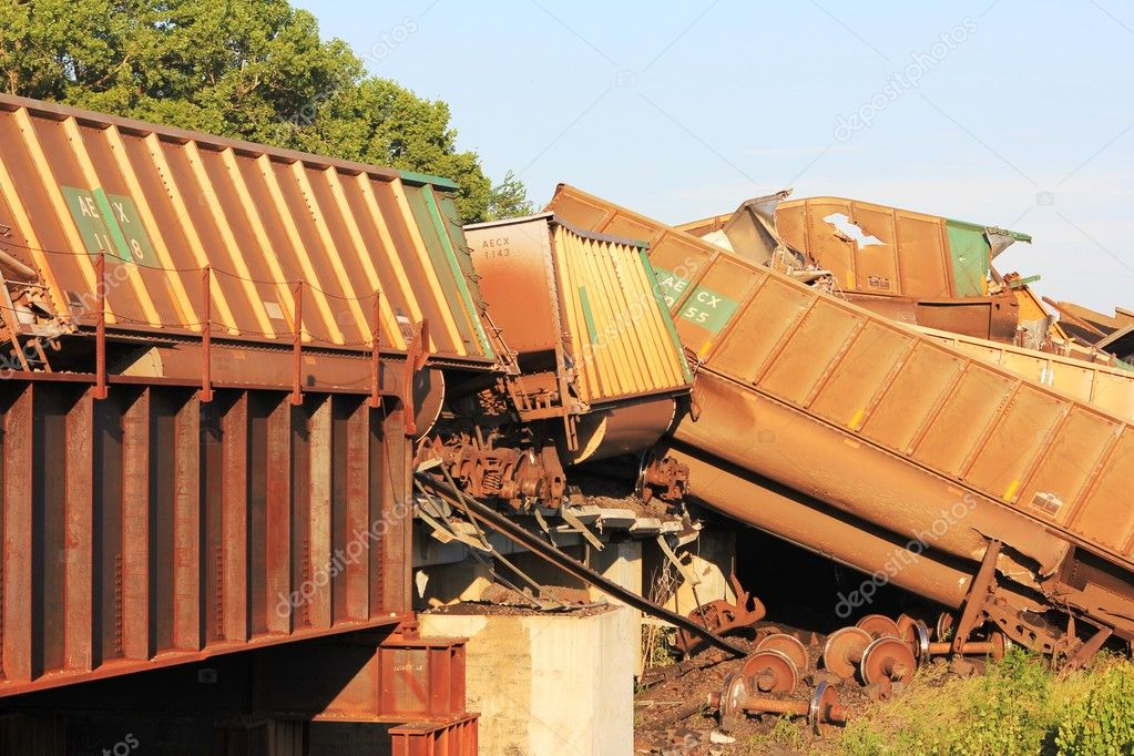 Massive train derailment near Silverlake, Kansas that happened around 6:00pm on Saturday, July 10, 2010 on the Soldier Creek bridge. — Stock Photo #3477809