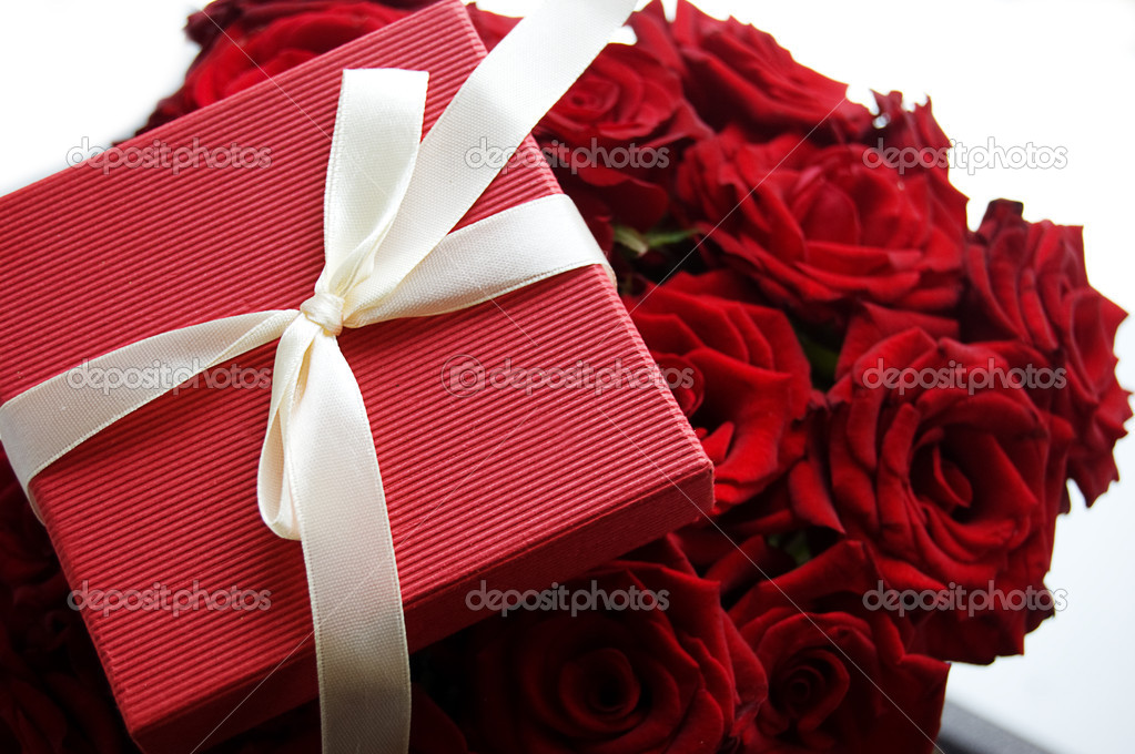 Gift box over red bunch of red roses — Stock Photo #3752777