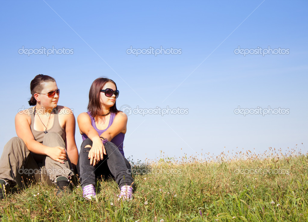 Beautiful,blue,caucasian, female, field, girls, grass, green, happiness, happy,  meadow,  outdoor, outside,  relax, rest, sit, sitting, sky, smile,  together, t — Stock Photo #2829986