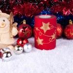 boneco de neve com bolas de Natal na neve — Foto Stock