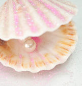 Shell wuth pearl — Stock Photo