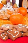 Cookies med frukter i bakgrunden — Stockfoto