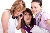 Dziewczyny słuchania komórkowych ciekawie — Zdjęcie stockowe