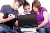 Elevernas lärande på bärbara datorer — Stockfoto