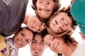Adolescents en cercle — Photo