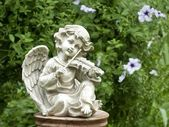 Figurine of an angel playing the violin — Stock Photo
