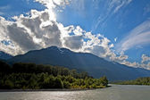 View of the Squamish River at Brackendale Eagles Provincial Park — Stock Photo