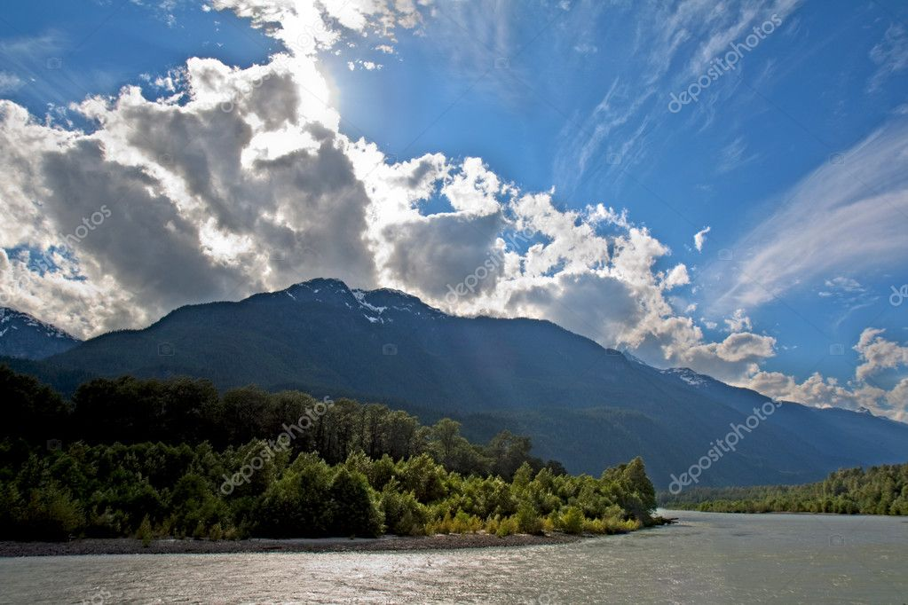 View of the Squamish River at Brackendale Eagles Provincial Park in British Columbia, Canada with sun flare behind dramatic clouds — Stock Photo #3560943