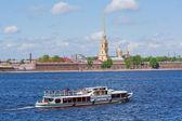在圣彼得堡的水上运输 — 图库照片