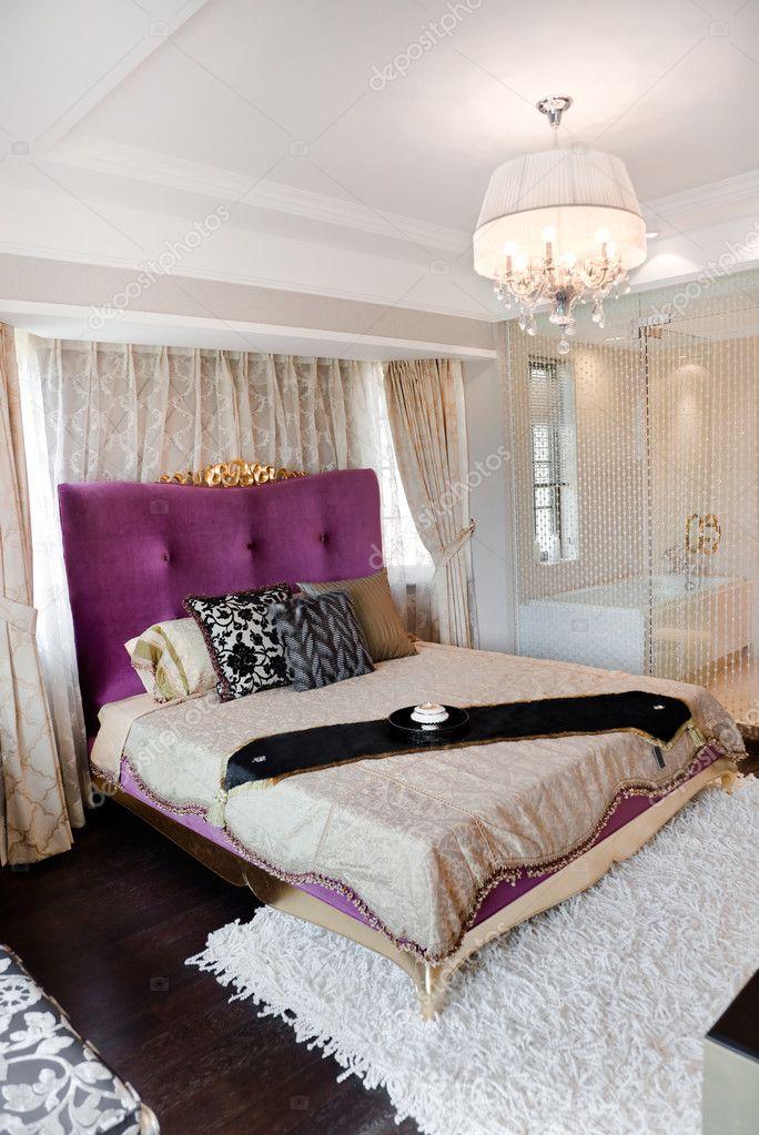 intrieur moderne avec lit king size et salle de bain lintrieur image de khuang - Chambre A Coucher Lit King Size