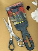 Espátula manchados con pintura brillante y scis — Foto de Stock