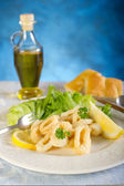 Fried squid rings with salad — Stock Photo