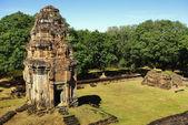 Een brik toren van een tempel angkor — Stockfoto