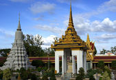 Stupa in the Royal Palace in Phnom Penh — Stock Photo