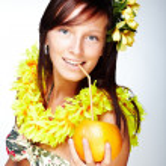Beautiful girl drinking grapefruit — Stock Photo