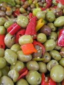 Oliwki i ostrą papryką — Zdjęcie stockowe