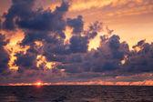 Sunset an der küste des meeres — Stockfoto