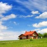 Maison Neuve sur ciel bleu — Photo