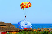 Parasailing in the blue sky — Stock Photo