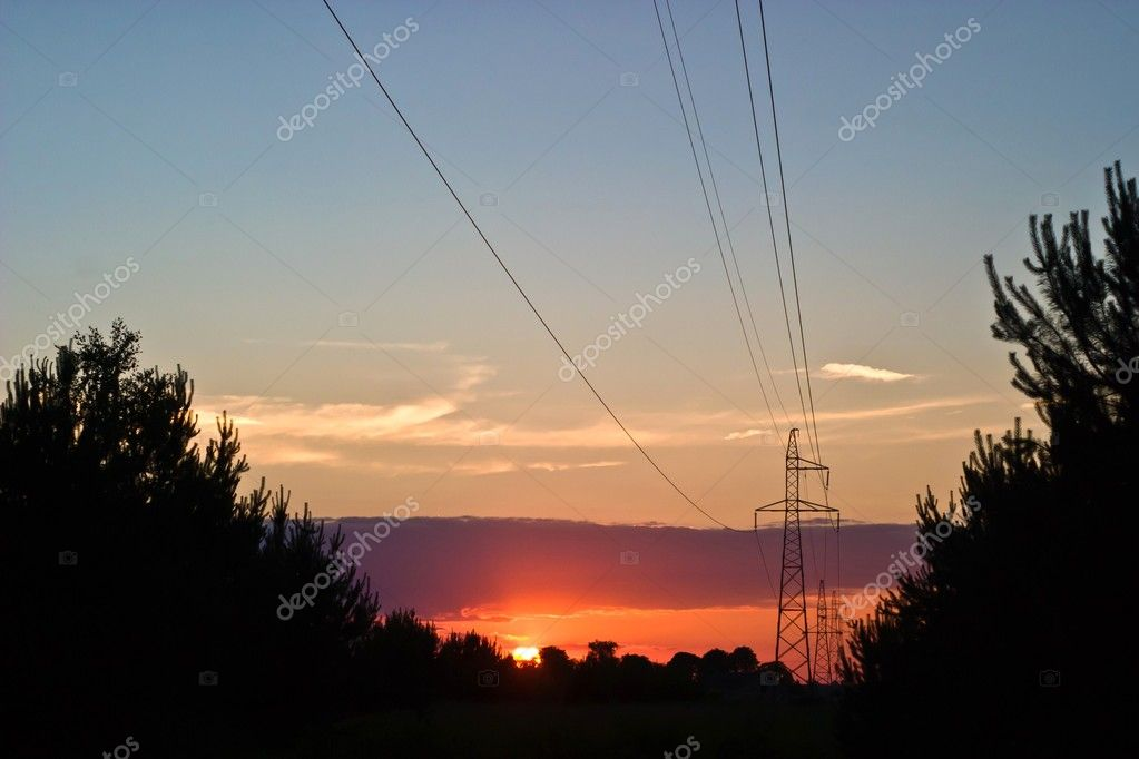 Occurring yellow sun behind the clouds on a warm evening  — Stock Photo #3386872