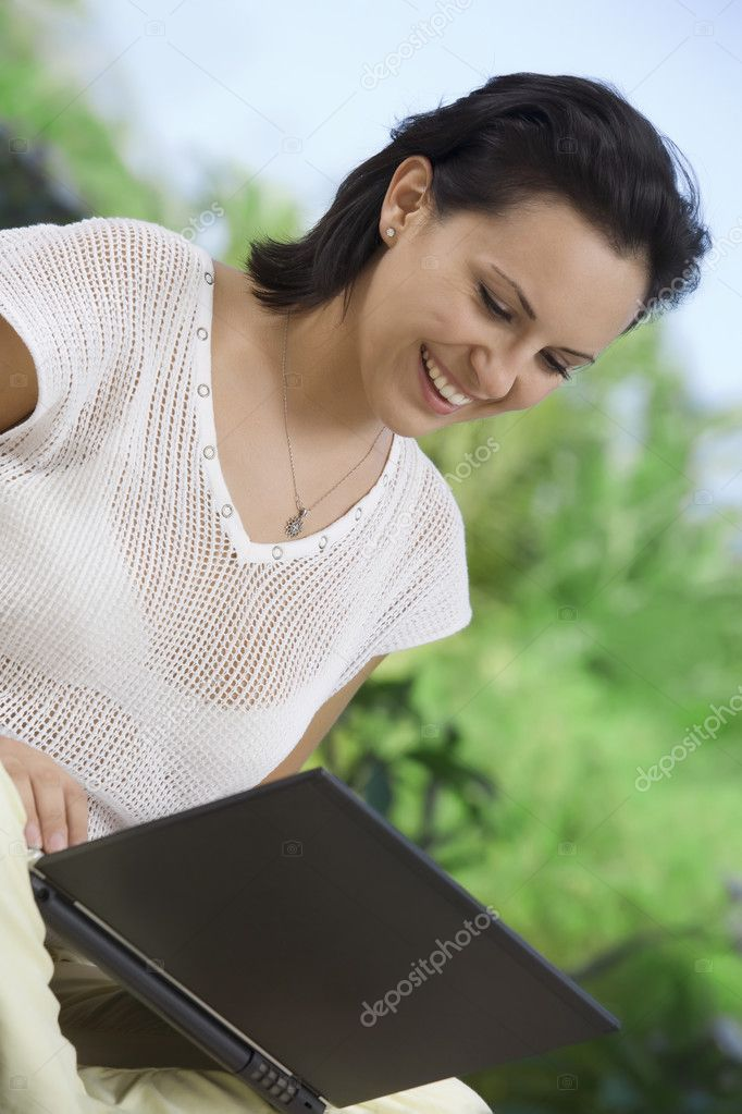 Portrait of woman with laptopm in summer environment — Stock Photo #2978637