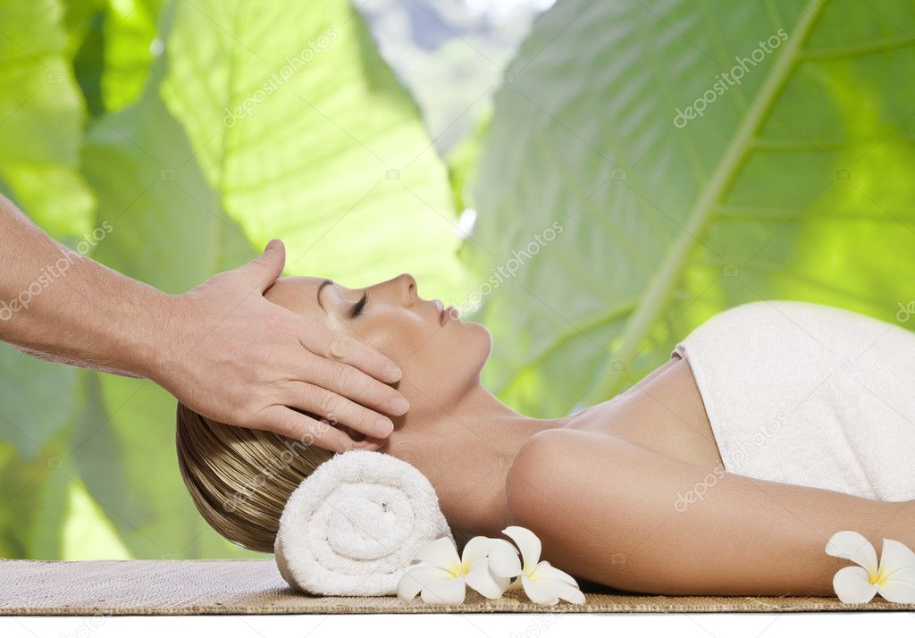 Portrait of young beautiful woman in spa environment — Stock Photo #3001881