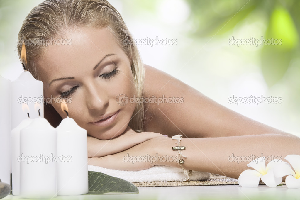 Portrait of young beautiful woman in spa environment — Foto Stock #3303500