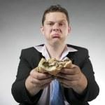 olyckliga affärsman äta burger — Stockfoto