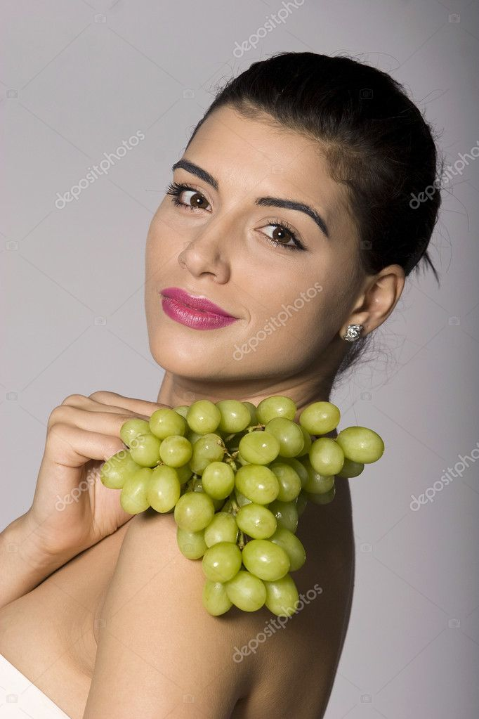 Part of photo series of a woman enjoying fresh green grapes. Studio shot — Stock Photo #2855040