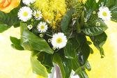 Flores frescas, las estrechas relaciones del ramo de cumpleaños — Foto de Stock