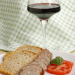 Foto Stock: Sausage and glass of wine