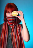Chill girl in scarf keep lemon instead of eye — Stock Photo