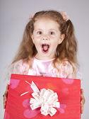Mooie jonge lachende meisje met huidige vak — Stockfoto