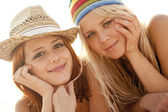 Two beautiful young girlfriends in bikini on the beach — Foto Stock