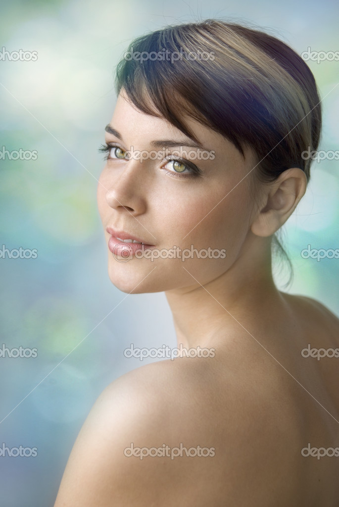 Portrait of a young beautiful girl. She tenderly looks away and smiles slightly. Day make-up. — Stock Photo #2737773