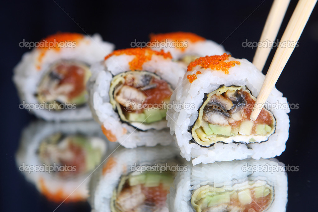 Delicious maki sushi with caviar — Stock Photo #2748395